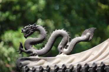 gray dragon statue